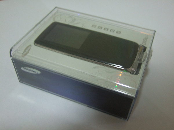 Samsung YP-S3 MP3 in a Package
