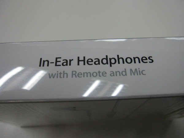 Apple In Ear Headphones Box 2