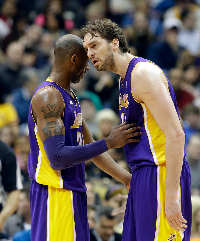 . Los Angeles Lakers\' Kobe Bryant, left,  and Pau Gasol of Spain confer in the first quarter of an NBA basketball game against the Minnesota Timberwolves Wednesday, March 27, 2013 in Minneapolis. (AP Photo/Jim Mone)