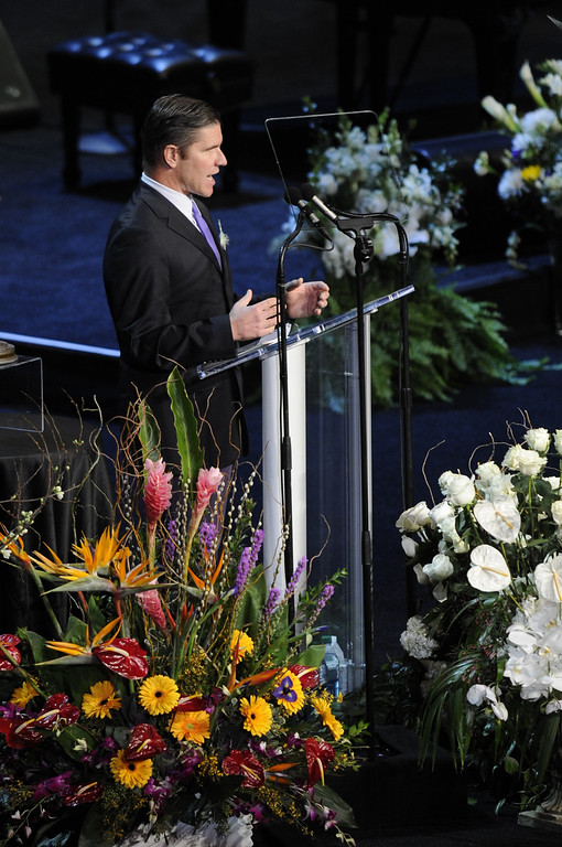 . Greg Tomlinson speaks during the service.   Family, friends current and former Lakers players and coaches attended a memorial service at the Nokia Theatre for Laker owner Jerry Buss who passed away on Monday, 2/18/2013 as a result of cancer. Los Angeles, CA 2/21/2013 John McCoy/Staff Photographer