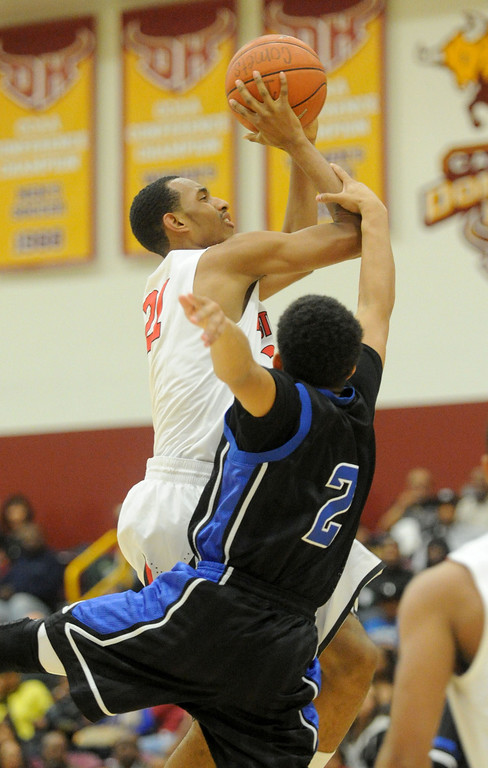 . 02-23-2012--(LANG Staff Photo by Sean Hiller)- Palisades vs. Westchester in Saturday\'s L.A. City Section Division I semifinal boys basketball game at Cal State Dominguez Hills in Carson. Westchester\'s Kevin Rutledge (21) battles Palisade\' Jalon Wilson (2).