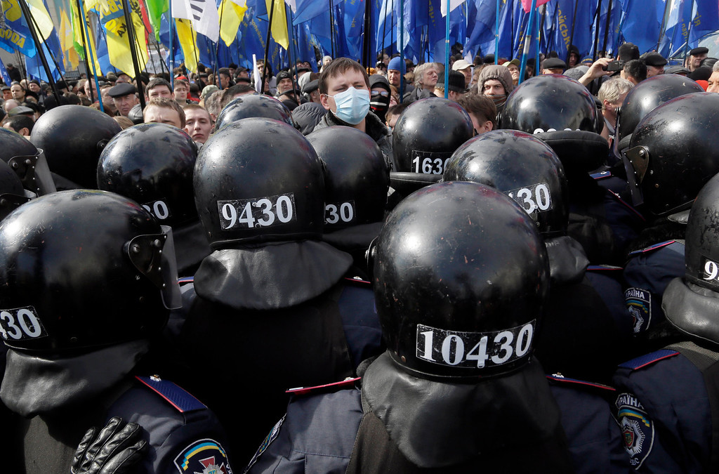 Description of . Ukrainian riot police guard the parliament building during an opposition rally in Kiev, Ukraine, Tuesday, April 2, 2013. Several thousand demonstrators rallied in Kiev to demand a mayoral election and to complain that the city was slow to clean up after last month's heavy blizzard that paralyzed the Ukrainian capital. (AP Photo/Efrem Lukatsky)