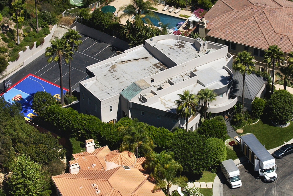 . Former Los Angeles Laker Shaquille O\'Neal\'s home is seen from above Saturday, Sept. 4, 2004, in Los Angeles.  The stunning departure of the legendary 7-footer for Miami has left behind more than a pair of size 22 sneakers to fill. In a city that manufactures celebrity, indeed thrives on it, O\'Neal was his own brand. Like Michael Jordan before him, the popularity of the G-rated giant only started on the basketball court. (AP Photo/Matt Sayles)
