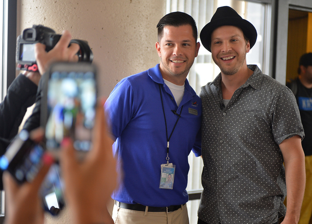 . 0822_NWS_TDB-L-SOUTHWEST-- 20130821 - Los Angeles, CA -- Staff Photo: Robert Casillas / LANG --- Southwest Airlines passengers traveling from Phoenix to LAX were treated to a mini-concert by singer-songwriter Gavin DeGraw Wednesday. The performance was part of  Live at 35 series.  Photos with fans.
