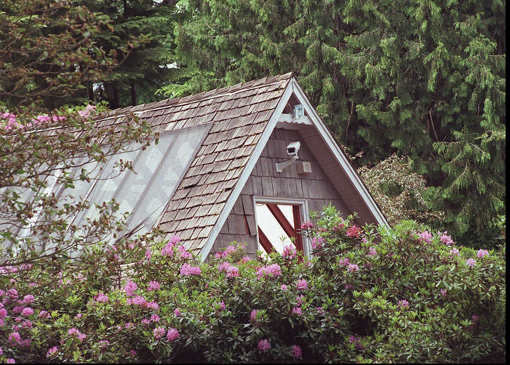 . The carriage house  in Seattle where grunge rock star Kurt Cobain shot himself in 1994, shown June 4, 1996.  (AP Photo/Seattle Post-Intelligencer, Phil Webber)