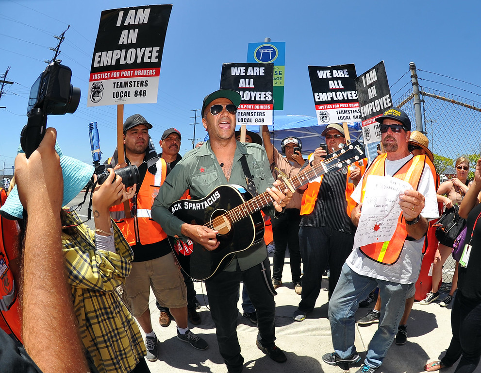 . Rage Against the Machine guitarist Tom Morello gave his support to striking truck drivers by singing some protest songs in front of the Evergreen terminal on Terminal Island, CA on Wednesday, July 9, 2014. After a short performance, Morello then joined the Teamsters on the picket line as they delayed trucks from coming and going from the terminal. (Photo by Scott Varley, Daily Breeze)