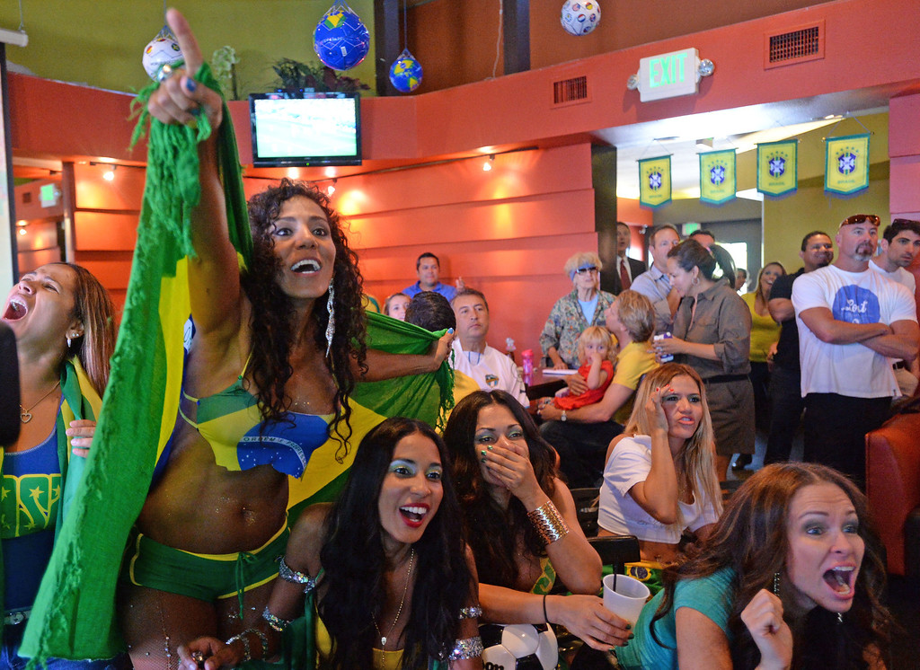. Brazil soccer fans crowded into Samba restaurant to watch the FIFA World Cup game against Croatia Thursday, June 12, 2014, Redondo Beach, CA.  The South Bay is home to a large Brazilian community. Photo by Steve McCrank/Daily Breeze
