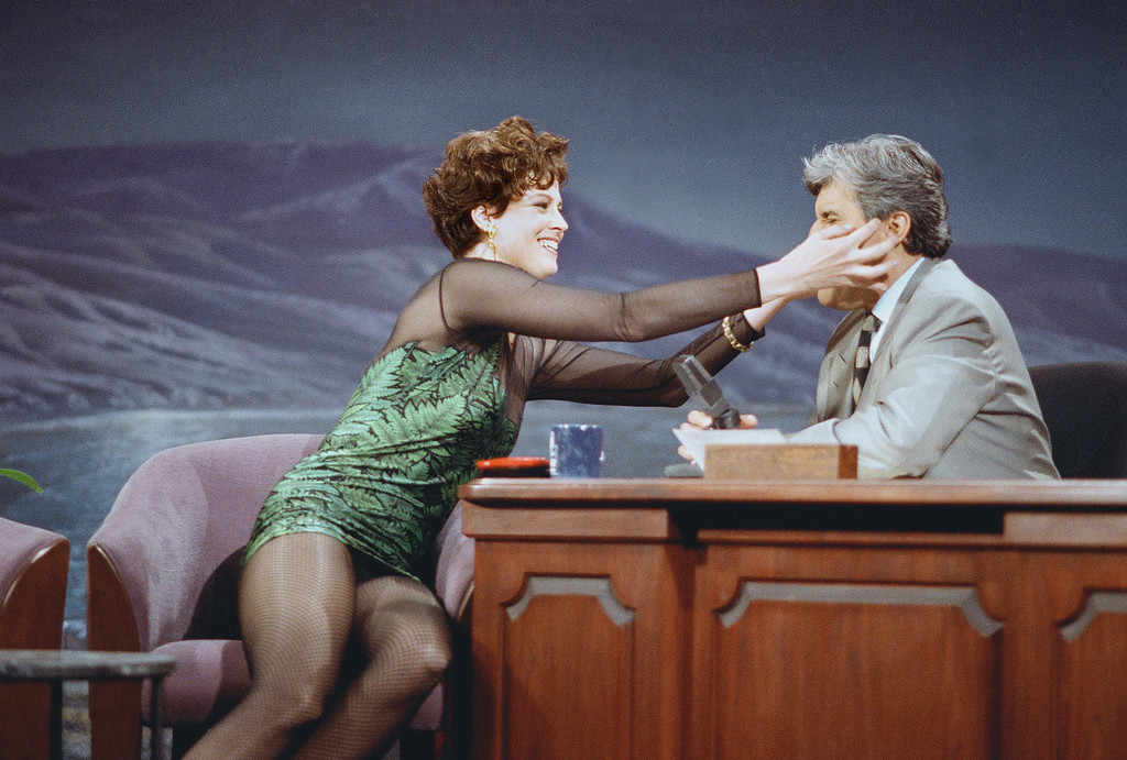". Actress Sigourney Weaver grabs Jay Leno\'s face as she describes her new movie, ""Alien 3\"" on the \""Tonight Show,\"" May 26, 1992 in Burbank, Calif. (AP Photo/Sam Jones)"