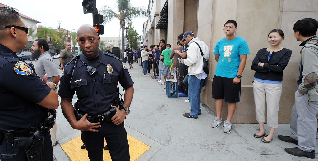 Description of . Long lines of people waiting to purchase new IPhones at Apple Store in Pasadena Friday, September 20, 2013. Police detained three people after a fight erupted outside Apple Store,where a crowd waited overnight for release of the new iPhone. The fight was over homeless people who were promised $40 and didn't get paid, to wait overnight to purchase IPhones for a buyer.(Photos by Walt Mancini/Pasadena Star-News)