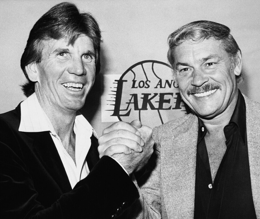 . Los Angeles Lakers coach Paul Westhead, left, shake hands with Lakers\' owner Jerry Buss, April 1980. (AP Photo)
