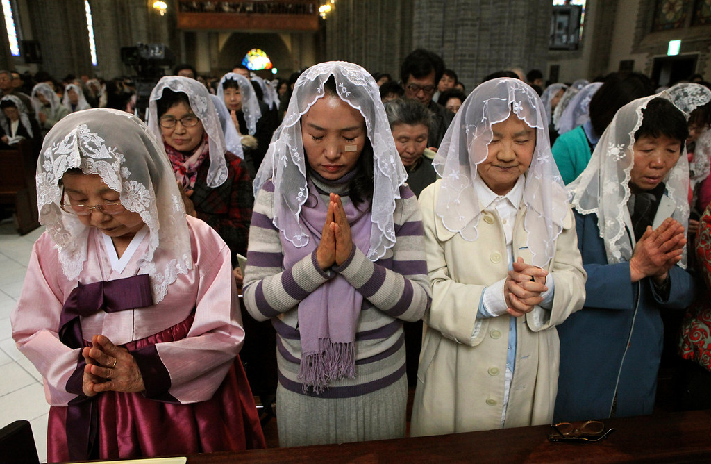 ". South Korean Catholics pray for peace on the Korean Peninsula during an annual Easter service at Myeongdong Catholic Cathedral in Seoul, South Korea, Sunday, March 31, 2013. North Korea warned South Korea on Saturday that the Korean Peninsula had entered ""a state of war\"" and threatened to shut down a border factory complex that\'s the last major symbol of inter-Korean cooperation.(AP Photo/Ahn Young-joon)"