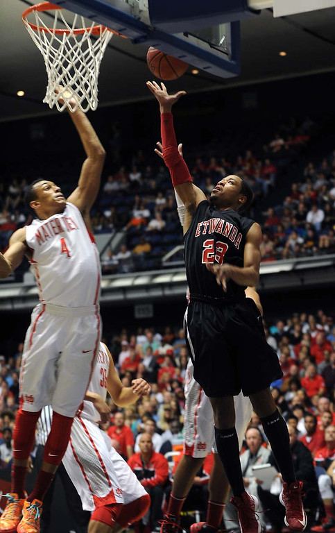 Description of . (3-2-13)--Anaheim-Sports- Mater Dei's #4 Elijah Brown, left, tries to block Etiwanda's #23 Kennieth Barnes shot in the Second quarter Saturday March 2, 2013 during the CIF Ford Southren Section Boy's Division 1AA Final Championship at the Anaheim Convention Center in Anaheim.LaFonzo Carter/ Staff Photographer
