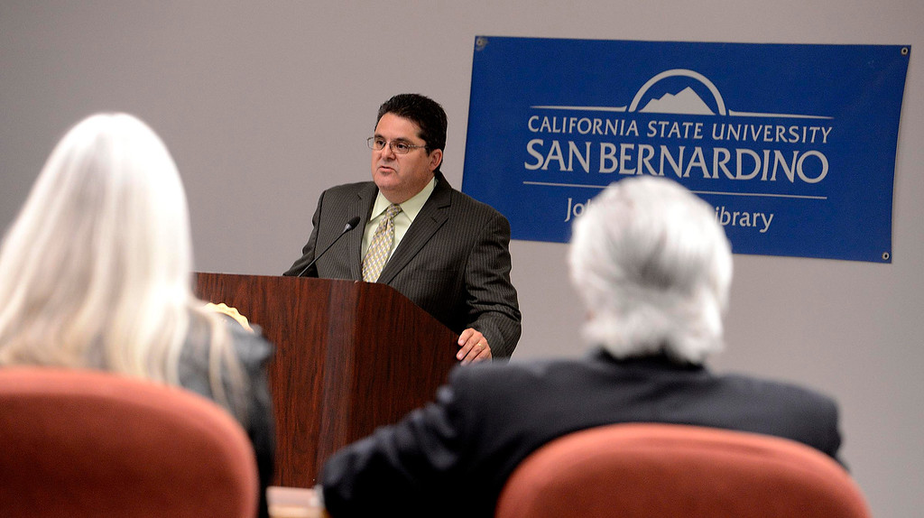 Description of . Michael Anastasi, Vice President and Executive Editor of the Los Angeles Newspaper Group, speaks during an audience at California State University San Bernardino April 8, 2013.  GABRIEL LUIS ACOSTA/STAFF PHOTOGRAPHER.