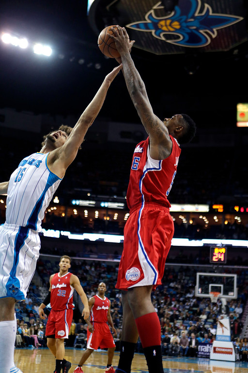 . New Orleans Hornets center Robin Lopez (15) and Los Angeles Clippers center DeAndre Jordan (6) leap for a rebound in the first half of an NBA basketball game in New Orleans, Wednesday, March 27, 2013. The Clippers won 105-91. (AP Photo/Gerald Herbert)
