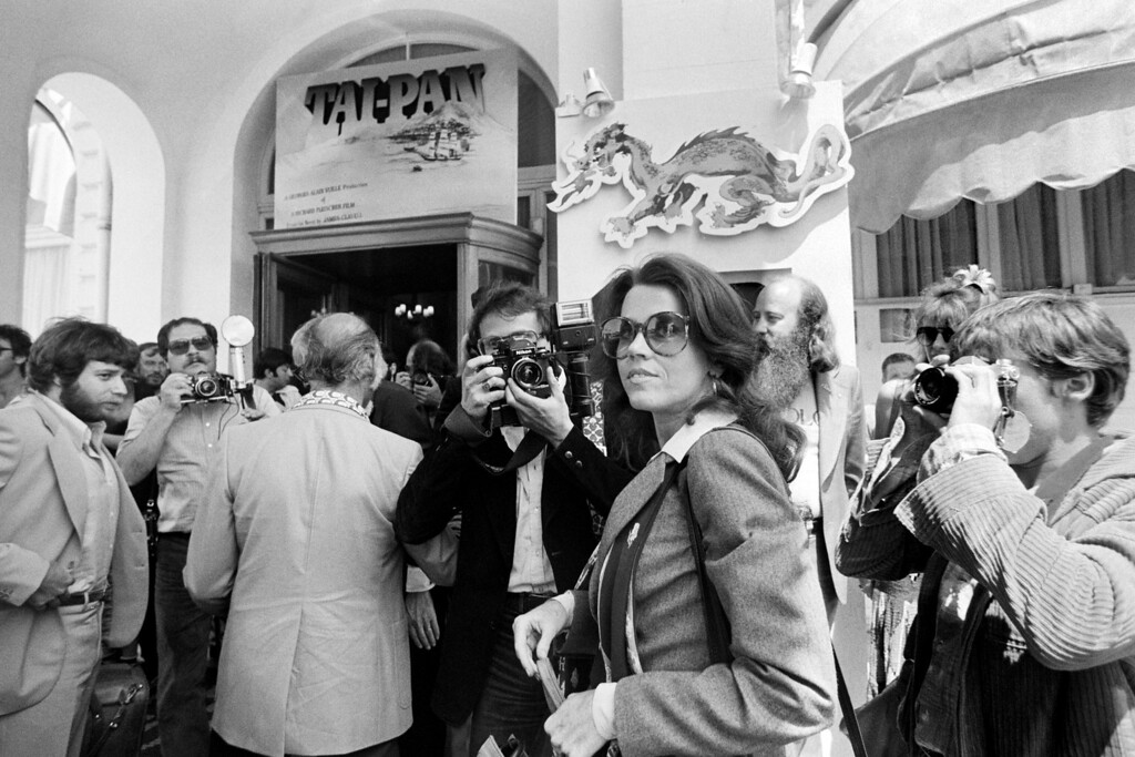 """. Us actress Jane Fonda (C), surrounded by photographers, arrives at Carlton Hotel in Cannes on May 30, 1978 for the presentation of the film \""""Coming Home\"""", during the 31st International Cannes Film Festival.        (Photo credit should read RALPH GATTI/AFP/Getty Images)"""