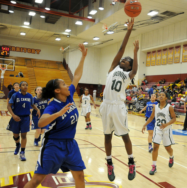 . 02-23-2012--(LANG Staff Photo by Sean Hiller)- Narbonne beat El Camino Real 47-39 in Saturday\'s L.A. City Section Division I semifinal girls basketball game. Narbonne\'s Lauryn Catching (10) gets the basket over El Camino\'s Delaney Thomas (21).