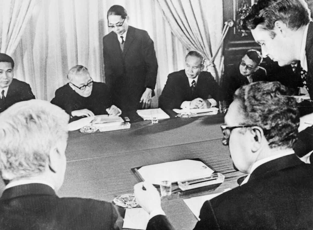 Description of . (FILES) Photo taken 27 January 1973 in Paris, of US, South Vietnamese, North Vietnamese, and Viet Cong representatives signing the long-sought cease-fire agreement that ended the war in Viet-Nam. According to the 1st article of the peace agreement, the