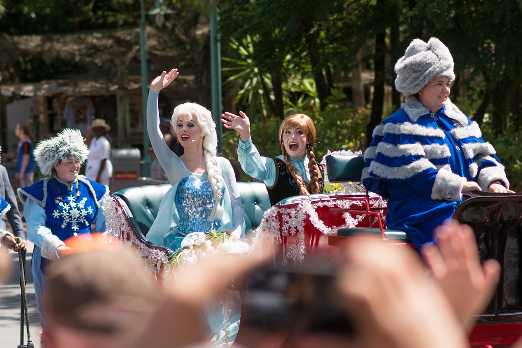 Anna and Elsa's Royal Welcome at Disney's Hollywood Studios - Say Goodbye