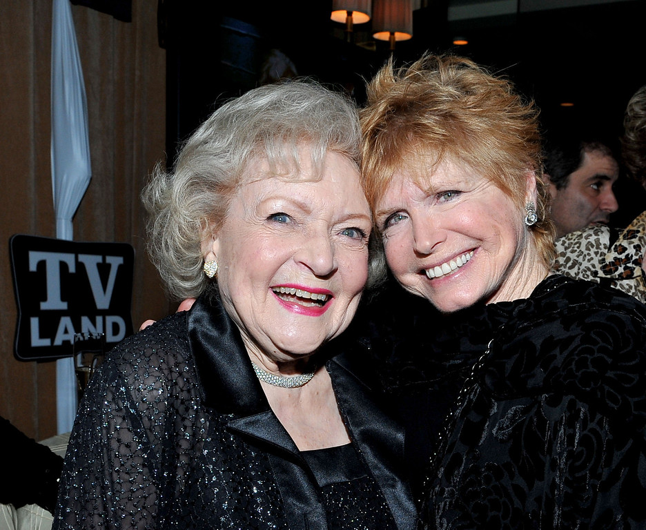 """. WEST HOLLYWOOD, CA - JANUARY 10: (L-R) Actresses Betty White and Bonnie Franklin attend the \""""Hot in Cleveland and Retired at 35 Premiere Party\"""" at the Sunset Tower Hotel on January 10, 2011 in West Hollywood, California. (Photo by Mark Davis/PictureGroup) via AP IMAGES"""