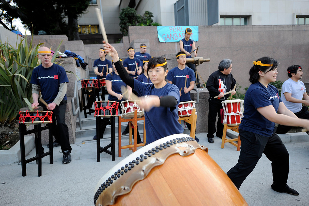 . Drummers  along 1st Street in Los Angeles during the Los Angeles Marathon Sunday, March 17, 2013. (Hans Gutknecht/Staff Photographer)