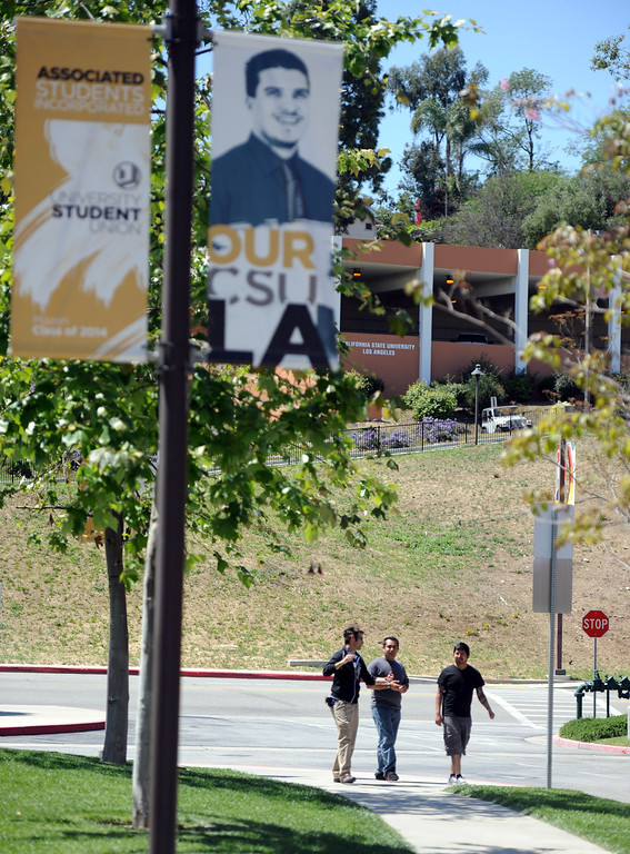 Description of . Students and faculty leave the campus after a bomb threat closed the campus of Cal State Los Angeles on Thursday, April 18, 2012 in Los Angeles, Calif.    (Keith Birmingham/Pasadena Star-News)