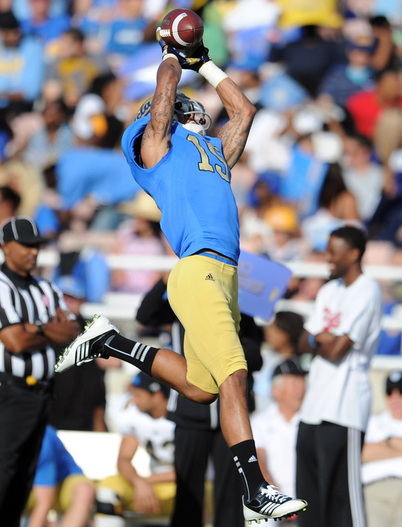 Description of . UCLA wide receiver Devin Lucien (15) catches a pass during the football spring showcase college football game in the Rose Bowl on Saturday, April 27, 2013 in Pasadena, Calif.    (Keith Birmingham Pasadena Star-News)