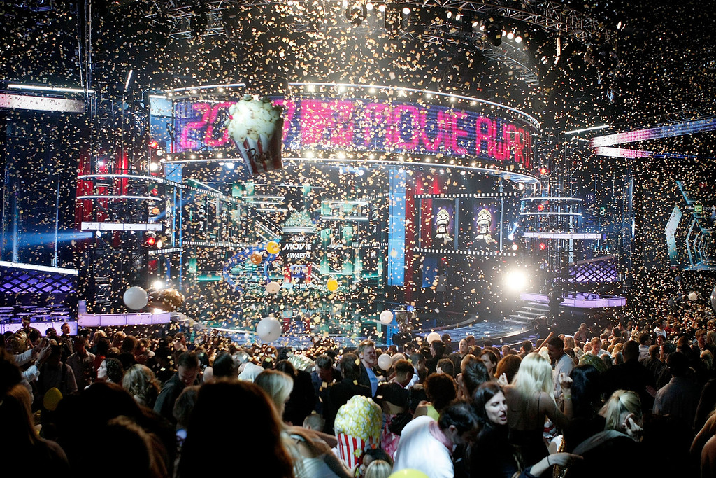 . UNIVERSAL CITY, CA - JUNE 01:  A general view of the stage during the 17th annual MTV Movie Awards held at the Gibson Amphitheatre on June 1, 2008 in Universal City, California.  (Photo by Kevin Winter/Getty Images)