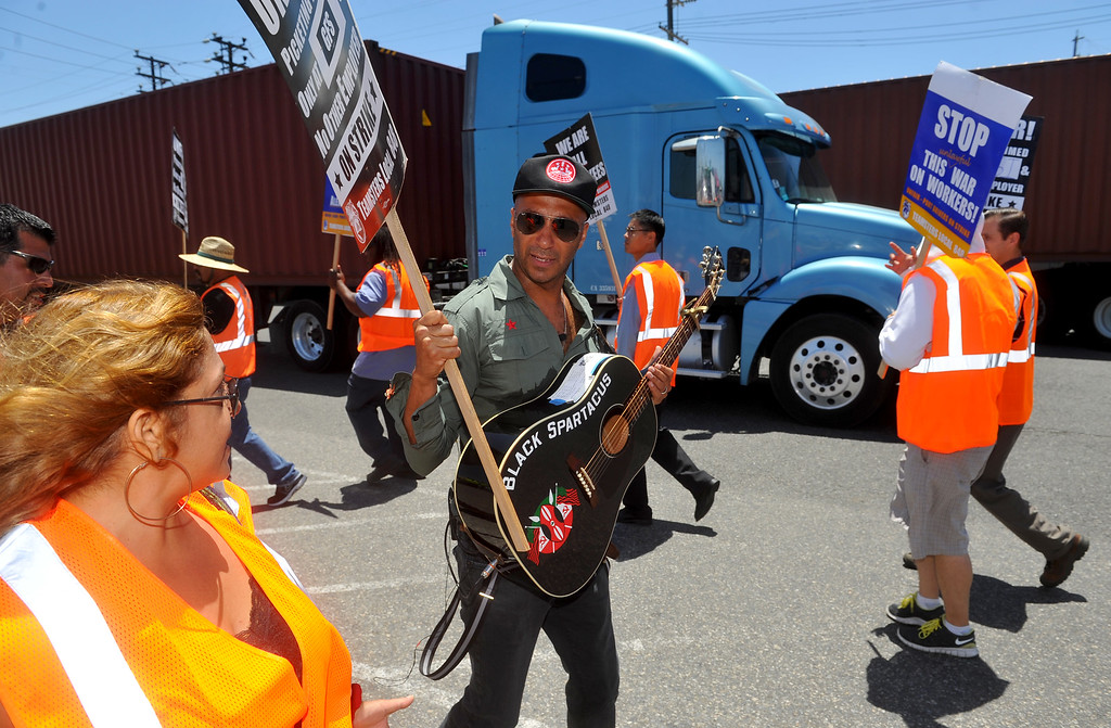 . Rage Against the Machine guitarist Tom Morello joins the picket line after performing some protest songs in front of the Evergreen terminal on Terminal Island, CA on Wednesday, July 9, 2014. The truckers are in the third day of their strike as they slow down trucks from entering and exiting shipping facilities. (Photo by Scott Varley, Daily Breeze)