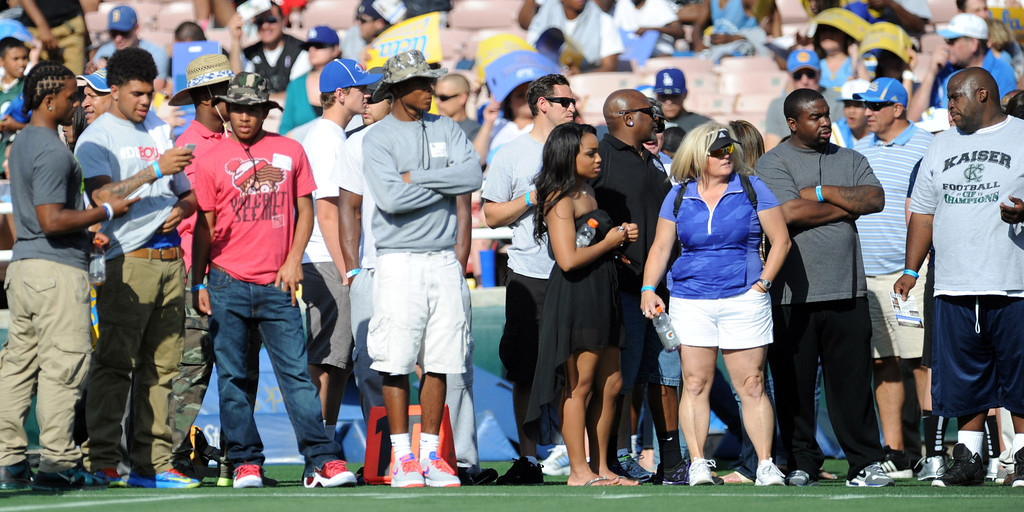 Description of . High School recruits watch warm-ups prior to the UCLA football spring showcase college football game in the Rose Bowl on Saturday, April 27, 2013 in Pasadena, Calif.    (Keith Birmingham Pasadena Star-News)