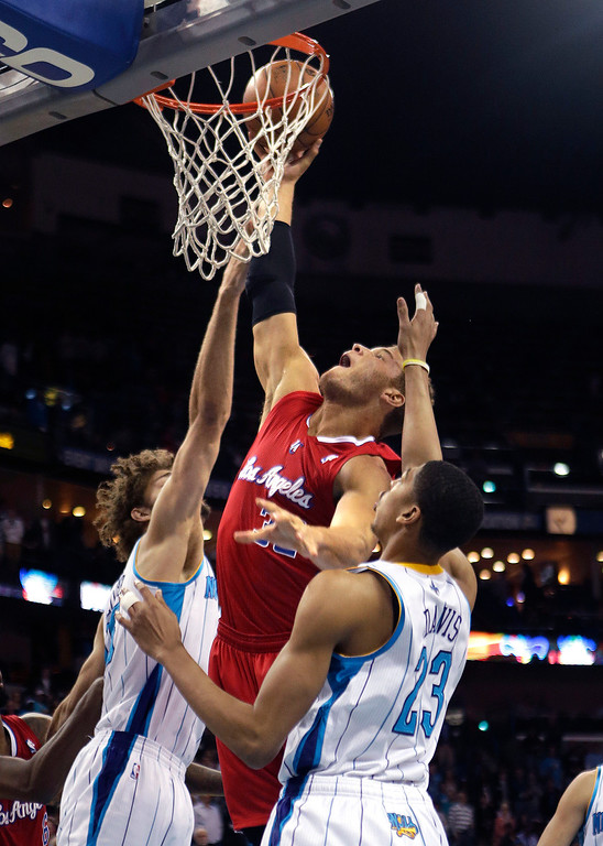 . Los Angeles Clippers forward Blake Griffin goes to the basket between New Orleans Hornets defenders Anthony Davis (23) and Robin Lopez in the first half of an NBA basketball game in New Orleans, Wednesday, March 27, 2013. (AP Photo/Gerald Herbert)