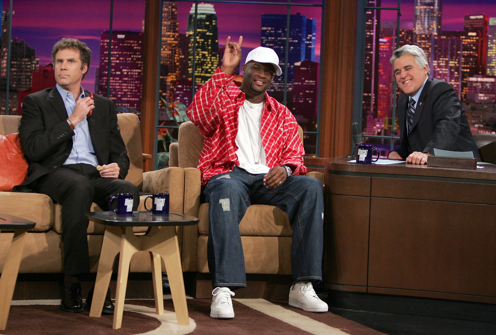 """. University of Texas quarterback Vince Young, center, greets the crowd  with actor Will Ferrell, right, and host Jay Leno during an appearance on \""""The Tonight Show With Jay Leno\"""" Thursday, Jan. 5, 2006, in Burbank, Calif. The Longhorns defeated Southern California 41-38 in the Rose Bowl to win the NCAA football championship. (AP Photo/Chris Carlson)"""