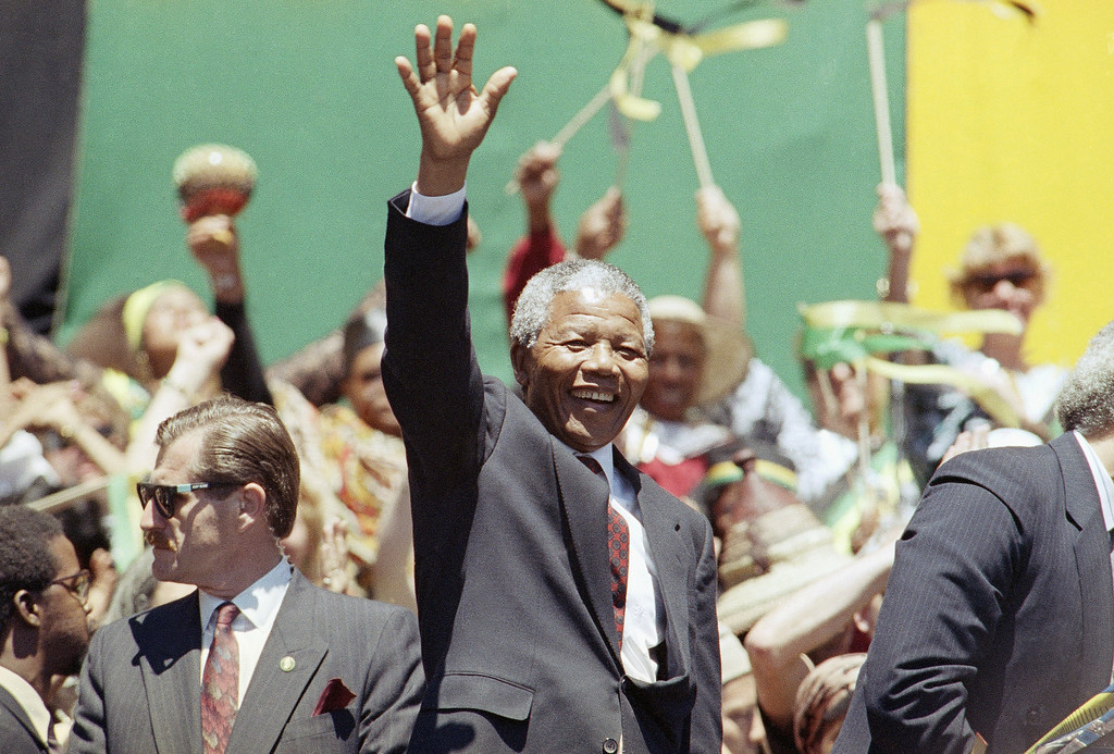 . Nelson Mandela waves to a capacity crowd at the Oakland Coliseum Saturday, June 30, 1990, during his trip to the San Francisco Bay area.   Mandela was expected to depart on Saturday evening, concluding his eight city U.S. tour. (AP Photo/Sarah Fawcett)