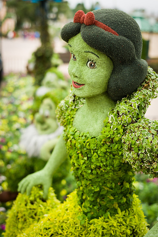 Snow White Topiary at Epcot Flower and Garden Festival 2014