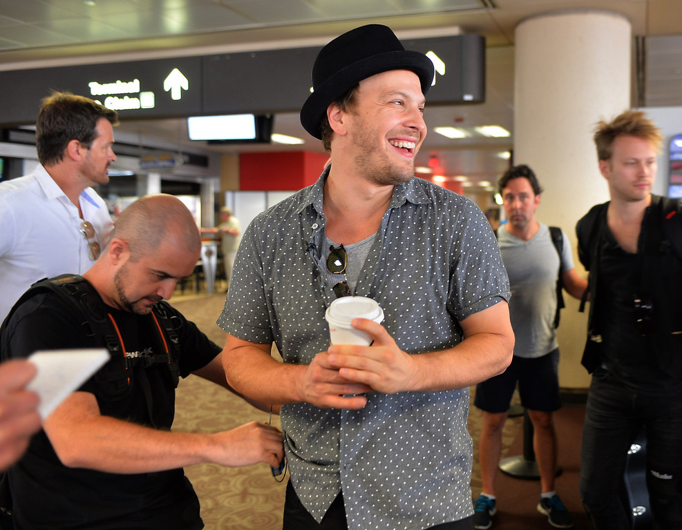 . 0822_NWS_TDB-L-SOUTHWEST-- 20130821 - Los Angeles, CA -- Staff Photo: Robert Casillas / LANG --- Southwest Airlines passengers traveling from Phoenix to LAX were treated to a mini-concert by singer-songwriter Gavin DeGraw Wednesday. The performance was part of  Live at 35 series.  DeGraw laughs as he gets miked to board flight.