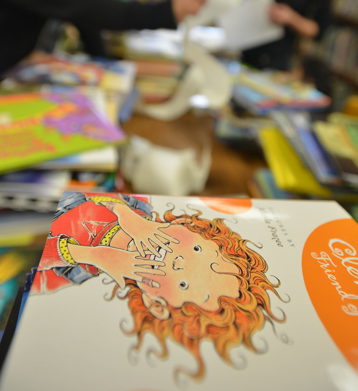 . 03-16-2013--(LANG Staff Photo by Sean Hiller)- Volunteers and students help the Anderson Elementary School Library sort and process new and donated books as well as spiff up campus with some colorful murals at Saturday\'s event organized by Access Books.