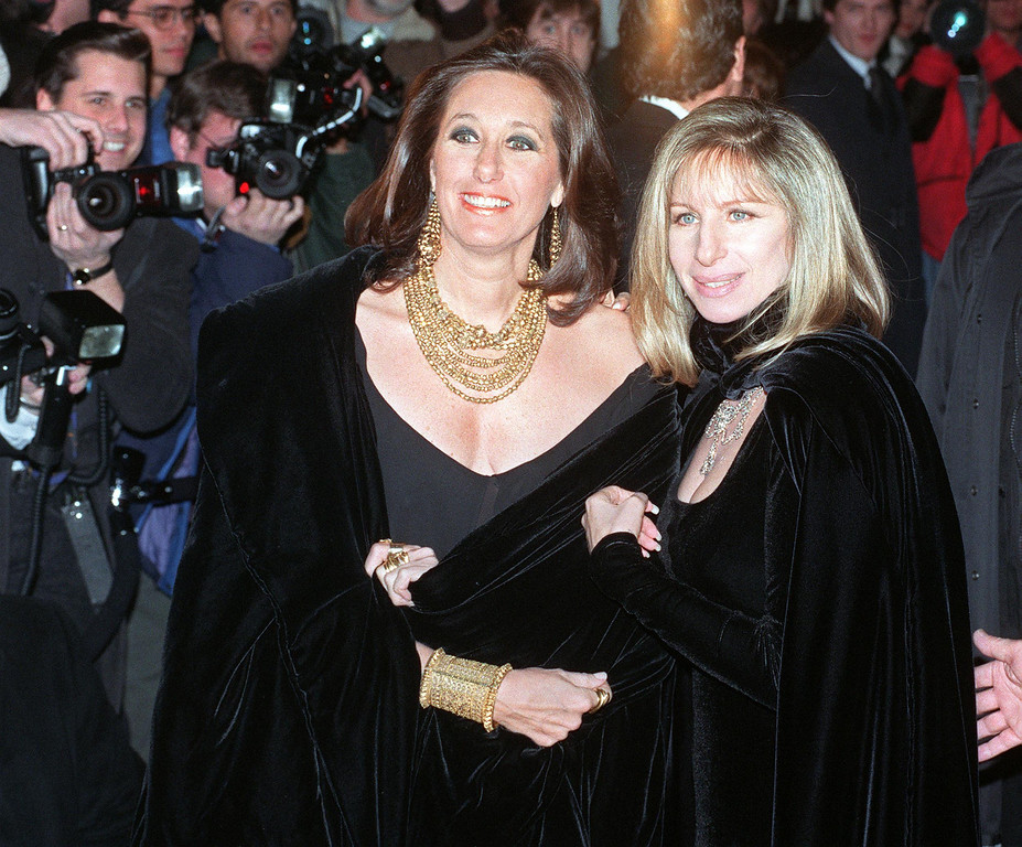 . Designer Donna Karan (L) arrives 01 February 1993 with entertainer Barbra Streisand to the 1992 Council of Fashion Designers of America award ceremony in New York.  .  (MARIA R. BASTONE/AFP/Getty Images)