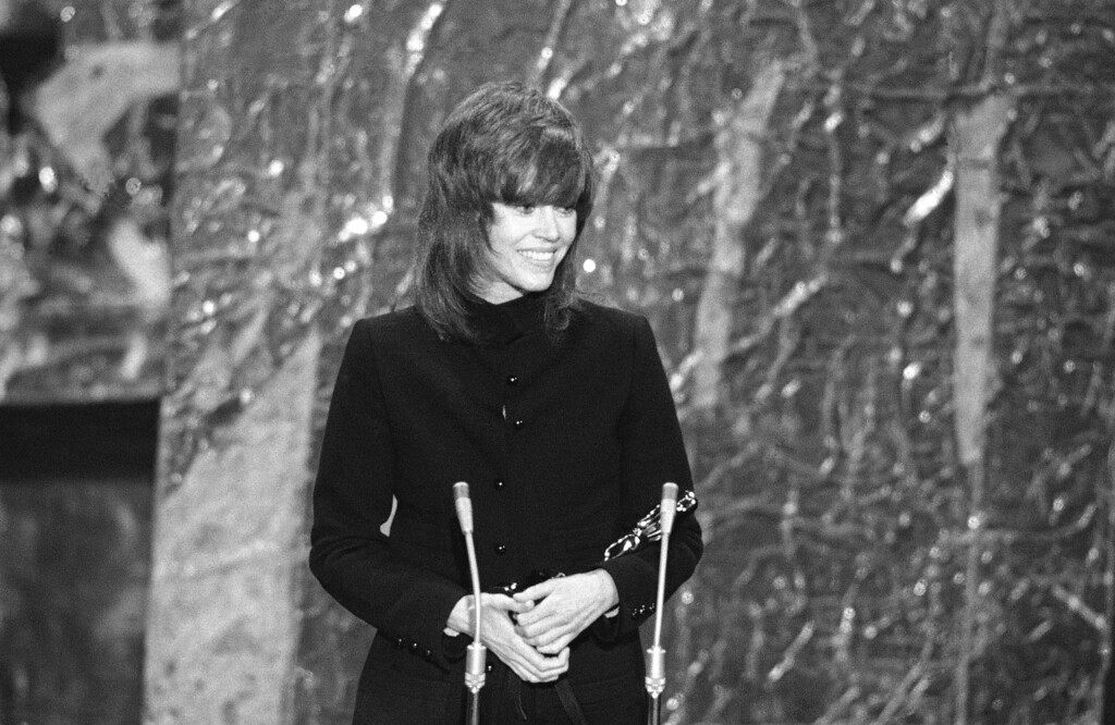 ". Actress Jane Fonda cradles the Oscar she received for ""Best Actress\"" of 1971 for her roll in \""Klute\"" at the 44th Annual Academy Award Ceremony at the Music Center in Los Angeles April 10, 1972.  (AP Photo)"