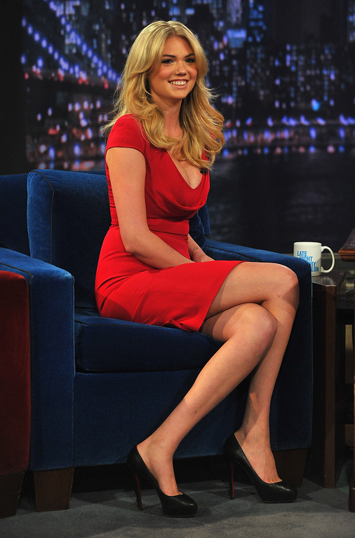 """. NEW YORK, NY - FEBRUARY 25:  Kate Upton visits \""""Late Night With Jimmy Fallon\"""" at Rockefeller Center on February 25, 2013 in New York City.  (Photo by Theo Wargo/Getty Images)"""