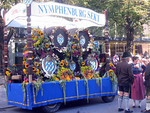 This small addition to the parade belongs to the only wine tent at Oktoberfest for Nymphenburg Sekt.