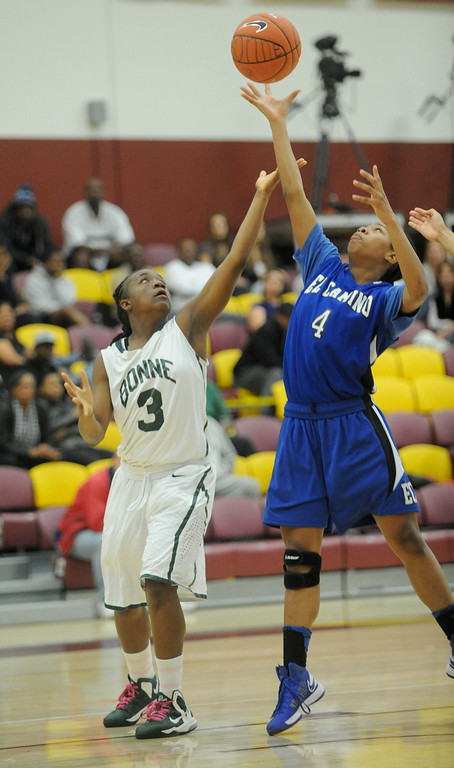 . 02-23-2012--(LANG Staff Photo by Sean Hiller)- Narbonne beat El Camino Real 47-39 in Saturday\'s L.A. City Section Division I semifinal girls basketball game. Narbonne\'s Latecia Smith (3) battles El Camino\'s 	Sukari Richardson (4).