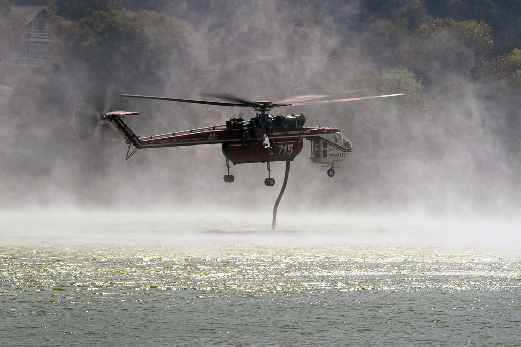 . A helicopter sucks up water from Lake Hughes, Sunday, June 2, 2013. (Michael Owen Baker/Staff Photographer)