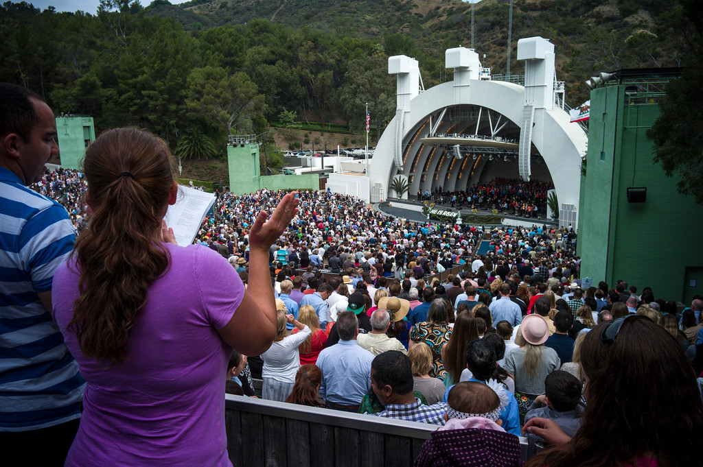. Thousands of worshipers gathered at the Hollywood Bowl for Easter Sunday service presented by Bel Air presbyterian and Christian Assembly Church of Eagle Rock.  Photo by David Crane/Los Angeles Daily News.