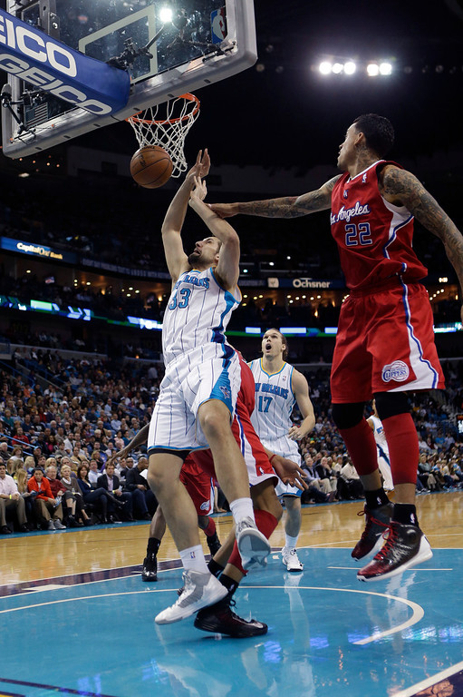 . New Orleans Hornets power forward Ryan Anderson (33) and Los Angeles Clippers small forward Matt Barnes (22) battle under the basket in the second half of an NBA basketball game in New Orleans, Wednesday, March 27, 2013. The Clippers won 105-91. (AP Photo/Gerald Herbert)