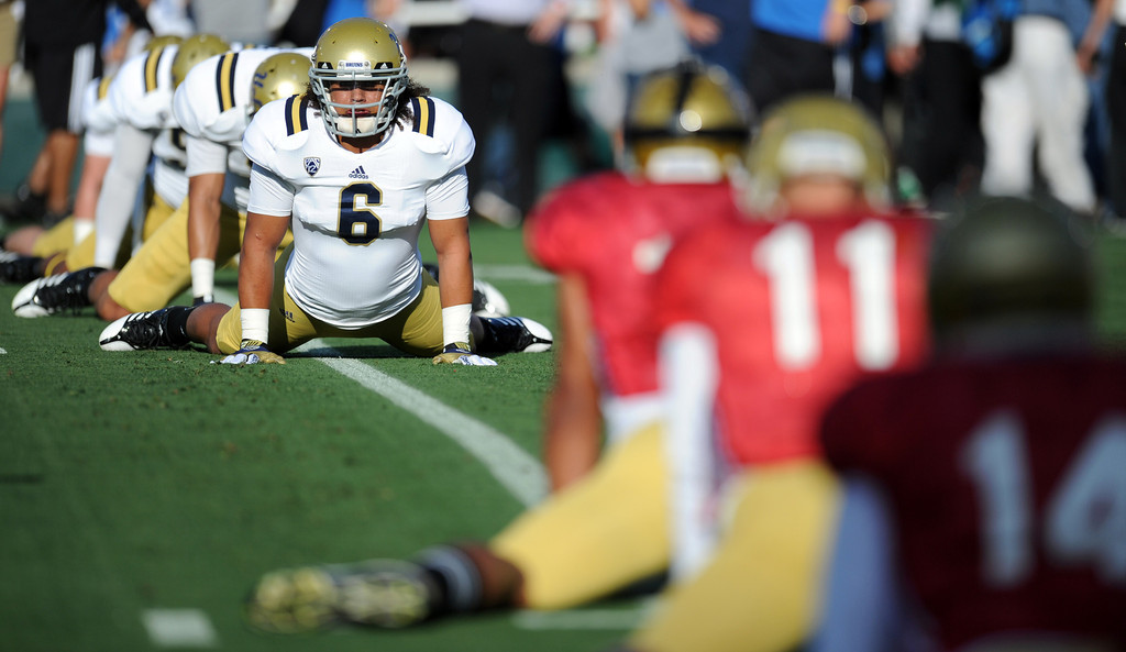 Description of . UCLA linebacker Eric Kendricks (6) warms-up during the football spring showcase college football game in the Rose Bowl on Saturday, April 27, 2013 in Pasadena, Calif.    (Keith Birmingham Pasadena Star-News)