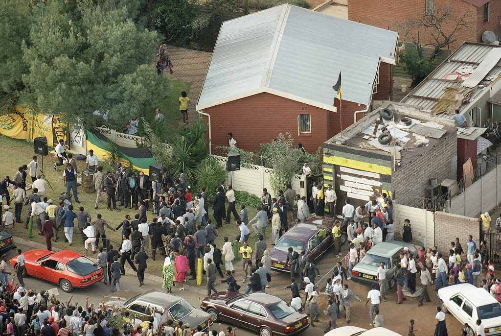. Aerial view of the scene outside the Mandela\'s house in Soweto, South Africa, Feb. 13, 1990, as Nelson Mandela?s convoy pulled up outside his house , right.  ANC leader Mandela was returning home after 27 years in prison. (AP Photo/Sean Woods)
