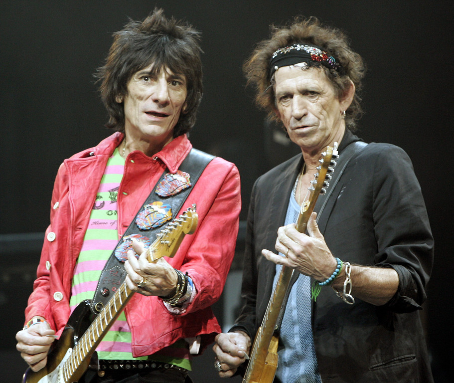 ". Rolling Stones guitar players Ron Wood, left, and Keith Richards play as Mick Jagger sings ""Start Me Up\"" Tuesday, Sept. 13, 2005 in New York\'s Madison Square Garden during their Bigger Bang World Tour. (AP Photo/Jeff Christensen)"