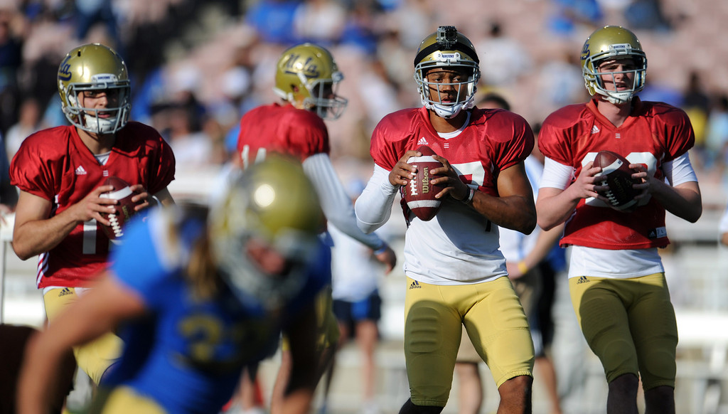 Description of . UCLA quarterback Mike Fafaul (12), left, Brett Hundley (17), center, and quarterback Jake Hall (29) during the football spring showcase college football game in the Rose Bowl on Saturday, April 27, 2013 in Pasadena, Calif.    (Keith Birmingham Pasadena Star-News)