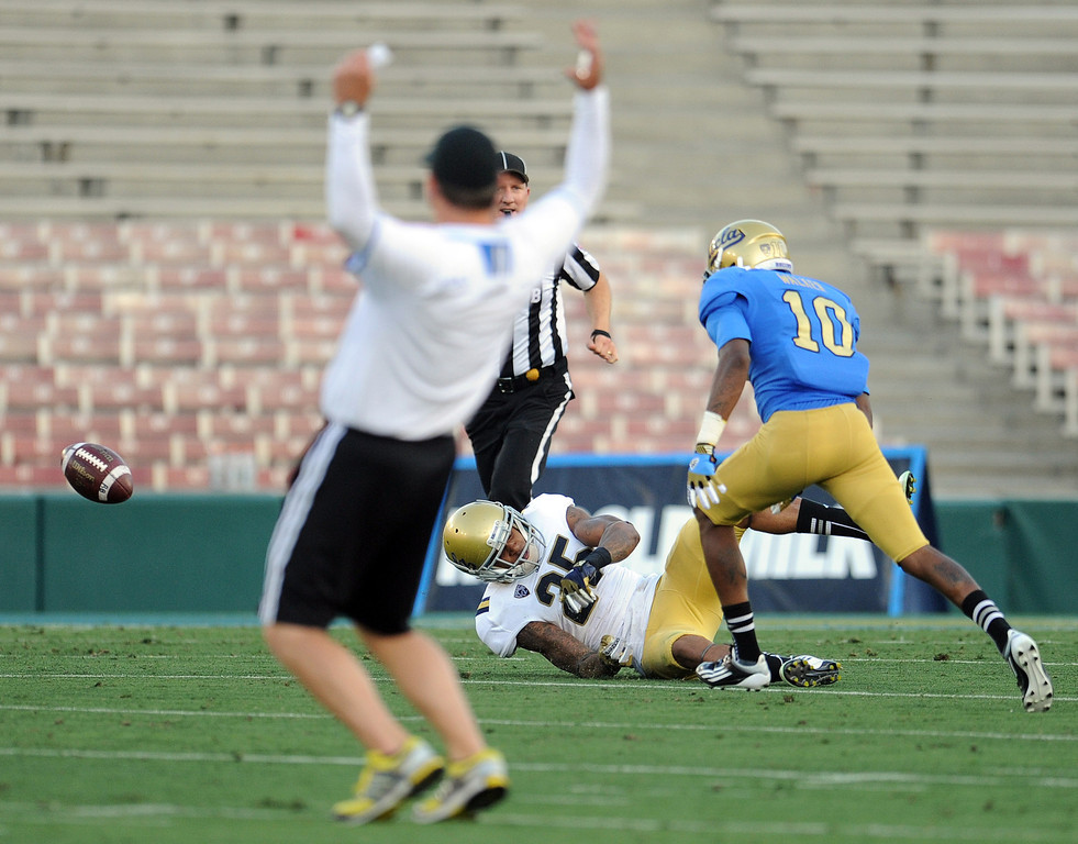 Description of . UCLA head coach Jim Mora reacts as linebacker Brandon Sermons (25) breaks-up a pass to UCLA's Kenneth Walker (10) during the football spring showcase college football game in the Rose Bowl on Saturday, April 27, 2013 in Pasadena, Calif.    (Keith Birmingham Pasadena Star-News)
