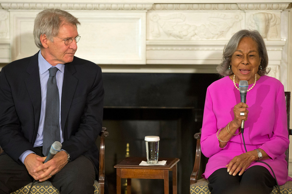 "Description of . Actor Harrison Ford listens at left as Rachel Robinson, 90, widow of baseball great Jackie Robinson talks about her late husband during a workshop for high school and college students based on the movie, ""42,\"" Tuesday, April 2, 2013, in the State Dining Room of the White House in Washington. (AP Photo/Jacquelyn Martin)"