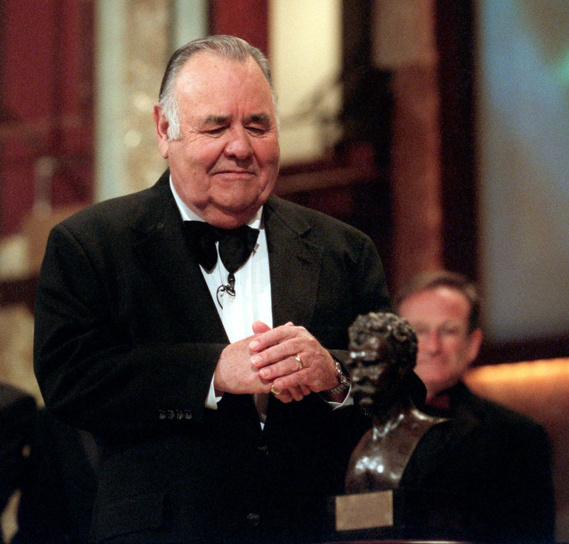 ". Comedian Jonathan Winters looks at the ""Mark Twain Prize\"" after he received the award at the Kennedy Center in Washington, Wednesday, Oct. 20, 1999. The Kennedy Center organized the celebration of American humor and created the award to recognize \""those who create humor from their uniquely American experiences.\"" In the background is comedian Robin Williams. (AP Photo/Nick Wass)"